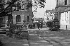 1933 hotel granada, parque santander  al fondo edificio agustin nieto donde tenia su oficina Gaitan.