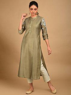 Embroidery Suits Design, Embroidery Fashion, Collar Kurti Design, Kurta Patterns, Fancy Kurti, Kurta Style, New Designer Dresses, Kurta Designs Women, Stylish Dress Designs