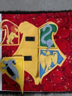 Final page Hogwarts crest puzzle. Hand made Harry Potter Quiet book. Harry Potter Quilt, Harry Potter Nursery, Theme Harry Potter, Harry Potter Diy, Book Libros, Nerd Crafts, Quiet Book Patterns, Hogwarts Crest, Felt Quiet Books
