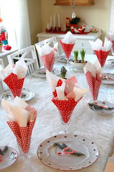 Tablescape ● Red & White