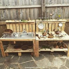 This pair of mud kitchen made with the wood pallet is a surprise creation for your kids. Your little angel is just going to be driven with joy and happiness after seeing this sleek wood pallet mud kitchen. The kitchen is provided with all necessary features that it was supposed to carry.