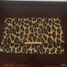 Fabulous H&M straw leopard clutch Great condition HM leopard boxy clutch purse. Straw material. Magnetic closure. Bundle with the leopard flats in my closet to complete your outfit and for extra savings! H&M Bags Clutches & Wristlets