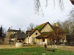 그 아름다움이 그 흠결을 메우고도 남는 거대한 궁전   베르사이유 - '왕비의 촌락'