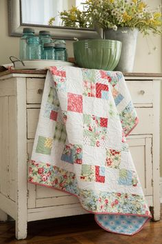 """Learn to create this gorgeous """"9 Patch Swap"""" with Jenny of Missouri Star Quilt Company."""