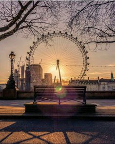 The eye 👁 ::::: Amazing photo of the London Eye by 👏📸 London Eye, City Of London, London Food, London Street, London Photography, Beach Photography, Travel Photography, Beautiful London, Beautiful Places