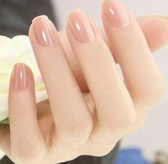 春の新生活に向けて♡オフィスOKの好印象ネイル12選 - Locari(ロカリ)