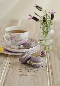 Lavender macaroons with tea. I LOVE lavender macaroons! Coffee Time, Tea Time, Lavender Macarons, Lavender Cake, Lavender Cottage, Lavender Color, Café Chocolate, My Cup Of Tea, High Tea