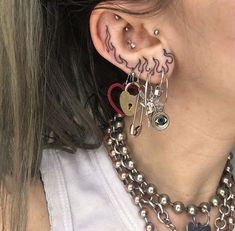 Here are Most Beautiful Ear Piercing Ideas to Copy. Hope you'll like all of these ideas. Please don't hesitate to comment your favourite ideas. Hope you liked these Piercing Ideas provided in this list. Piercing Tattoo, Kritzelei Tattoo, Tattoo Life, Ear Piercing, In Ear Tattoo, Cute Tattoos, Small Tattoos, Tatoos, Ear Piercings