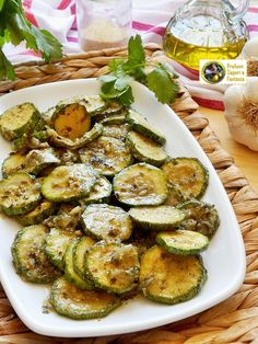 Zucchine grigliate in padella con scalogni Zucchini, Vegetables, Food, Recipe, Food And Drinks, Essen, Vegetable Recipes, Meals, Yemek