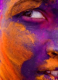 Holi Festival in India-The date of Holi is different every year in India! In most of India, Holi is celebrated the day after the full moon in March each year. Holi Festival India, Holi Festival Of Colours, Holi Colors, Colors Of The World, Orange And Purple, Orange Color, Foto Art, People Of The World, Color Of Life