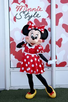 Ashley Graham and More Get Glam at the Minnie Style Suite at New York Fashion Week Mickey Mouse Pictures, Minnie Mouse Pictures, Disney Pictures, Disney Fanatic, Disney Addict, Disney Parks, Walt Disney, Disney Word, Alice In Wonderland Pictures