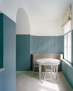 A kitchen with a half-blue wall? Yes please, thanks to Thomas Kroger and his vision for this Berlin home. Image via @remodelista