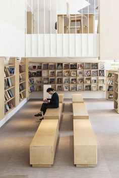 Image 5 of 32 from gallery of Chunfengxixi Reading Club / FON STUDIO. Image Courtesy of Fon Studio Bookstore Design, Library Design, Book Bar, Kindergarten Design, Reading Club, Library Room, Shop Interior Design, Modern Spaces, House Goals