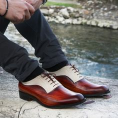 Men Shoes - Oxford, leather - Wooden brown with beige suede. These high quality leather man shoes are handmade and handpainted. These shoes are extraordinarily comfortable, breathable (your feet is safe) and long-lasting. The colors and the materials make these products quite polished, but also wearable for an original touch in everyday life. Materials: leather (calfskin, goatskin), suede.