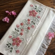 Irresistible Embroidery Patterns, Designs and Ideas. Awe Inspiring Irresistible Embroidery Patterns, Designs and Ideas. Tambour Embroidery, Hand Embroidery Stitches, Embroidery Hoop Art, Vintage Embroidery, Ribbon Embroidery, Machine Embroidery, Floral Embroidery Patterns, Embroidered Flowers, Embroidery Designs