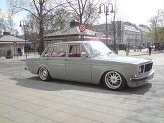 240 Volvo. Man I love old Volvos!