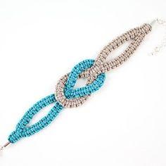 Lovely bracelet, no tutorial 原来简单的编织可以变换一个花样。灵感。