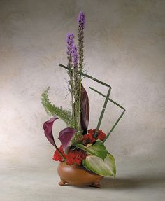 High-style/Contemporary Flower Arrangement by Flower Factor, via Flickr