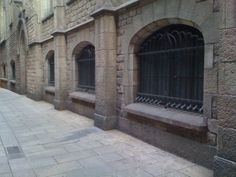#Barcelona #Locations Calle en el casco antiguo. Click photo for geolocation and details