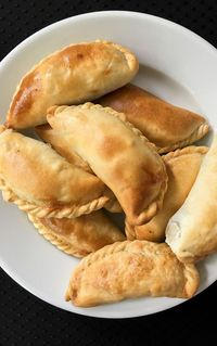This is a very traditional Mexican dish, it is also made in some places were Spanish cuisine has become increasingly popular. Cheese Empanadas Recipe, Empanadas Queso, Chilean Recipes, Chilean Food, Food Garnishes, Snack Recipes, Snacks, Cooking Recipes, Latin Food