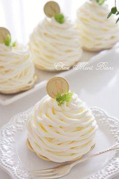 チーズモンブランのレシピ Fancy Desserts, Köstliche Desserts, Dessert Drinks, Sweets Recipes, Low Carb Brasil, Low Carb Dessert, Cafe Food, Mini Cakes, Cheesecake Recipes