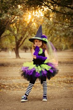 Halloween ~ Idea: Little girl witch costume Little Girl Witch Costume, Toddler Witch Costumes, Little Girl Halloween Costumes, Cute Costumes, Girl Costumes, Halloween Kids, Robe Tutu Halloween, Witch Tutu, Robes Tutu