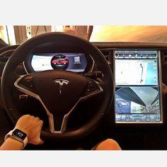 Taí uma das empresas que mais admiro no mundo: Tesla. No Snap mostrei mais detalhes do carro #Awesome #BelAroundTheWord #Tesla