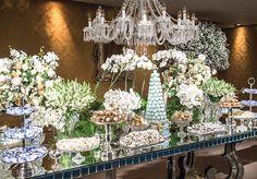 A festa de 15 anos de Bia teve decoração com tema Cinderela, assinada pela 1-18 Project. A comemoração aconteceu na Casa Petra.