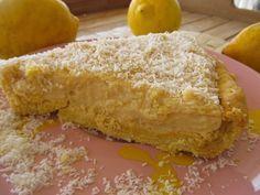 Είχαμε πάρει και πολλά ωραία λεμόνια από την λαϊκή οπότε είπα να δοκιμάσω ένα λεμονένιο γλυκό που δεν είχα φτιάξει ποτέ.Στην μικρή μου άρεσε πολύ η κρεμούλα της τάρτας που μπορείτε να την φτιάχνετε και Cheesecake Tarts, Greek Desserts, Cheesecakes, Food Styling, Cornbread, Sweet Recipes, Deserts, Lemon, Sweets