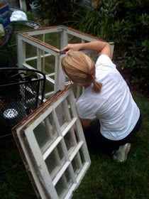 A petite garden conservatory made out of old windows Maison Decor: A petite garden conservatory made Old Window Greenhouse, Backyard Greenhouse, Small Greenhouse, Greenhouse Plans, Backyard Landscaping, Greenhouse Wedding, Portable Greenhouse, Homemade Greenhouse, Old Window Projects