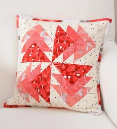 Down Grapevine Lane: 'Desert Windmills' cushion Patchwork Cushion, Quilted Pillow, Wool Applique Patterns, Quilt Patterns, Pillow Patterns, Pillow Ideas, Small Quilts, Mini Quilts, Foundation Paper Piecing