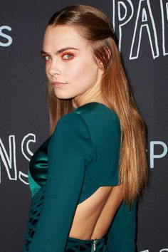 Cara Delevingne's Sleek 'Do We love Delevingne's simple style, but this glam eyeshadow beauty look is one we need to learn pronto. Her sleek hair with a center part frames her face and lets her makeup take center stage.