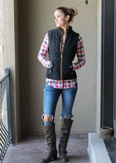 Be prepared for this fall with these Fur lined padding vests, we can't eve explain how comfy, soft, beautiful and high quality these are. The quilted pattern, the fur lining, the stretchy sides, the brown lining, the collar detail, the full pockets everything about will be your favorite.