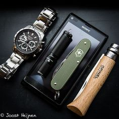 Clean and classy EDC. Digging the classic Opinel folder