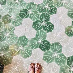 Trendy Ideas For Kitchen Backsplash Green Herringbone Pattern Floor Patterns, Tile Patterns, Floor Design, Tile Design, Cafe Industrial, Ceramic Floor Tiles, Cement Tiles, Kitchen Flooring, Kitchen Backsplash