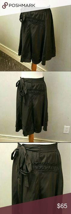 Bcbgmaxazria 100% silk skirt Bcbgmaxazria 100% silk skirt in perfect condition like new. Barely used BCBGMaxAzria Skirts Midi