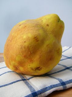 Foods of Argentina: Membrillo (Quince) | Learn about this fruit and its uses in Argentina.