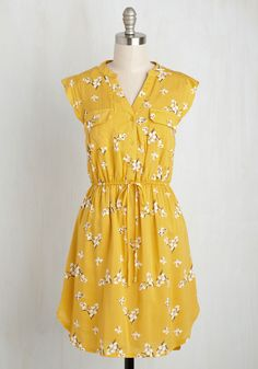 A Way With Woods Floral Dress in Sunshine. Arriving at the picnic shelter in this yellow dress, you present your foraged feast for all to enjoy! #yellow #modcloth