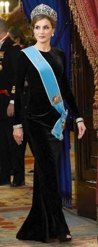 """Queen Letizia wore a black Felipe Varela velvet gown, wearing the Fleur-de-Lys tiara for the first time, the Gran Cruz de la Orden del Libertador San Martín, with the sash held by the Fleur-de-Lys diamond brooch, centerpiece of the """"Princess"""" tiara, a pair of Cartier bracelets, and black peep-toe platform sandals by Magrit. Gala Dinner in honour of Argentina's President Mauricio Macri and his wife at the Royal Palace on February 22, 2017 in Madrid, Spain."""