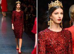 Súper elegante sin tacones ¿Crees que sigue siendo necesario los tacones para parecer una reina? Dolce&Gabbana apuesta por la comodidad de la mujer. #dolce&gabbana #moda #mujer #corona #vestido #pedrería