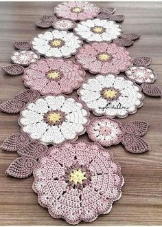 Crochet Patterns combine Love the colour combination of these doilies - no pattern, only an image. Units of Bajo-Platos made Trapillo to crochet 35 cm. in by SusiMiu Camino a crochet This Pin was discovered by Mar No photo description available. Filet Crochet, Mandala Au Crochet, Crochet Motifs, Crochet Squares, Crochet Doilies, Crochet Flowers, Crochet Carpet, Crochet Home, Crochet Crafts