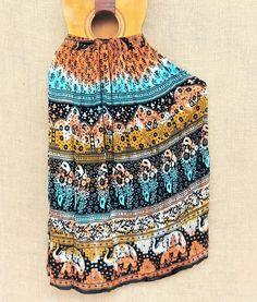 Pés sempre no chão natureza na alma! Este é o estilo de nossas saias maias.  Confira todos nossos modelos pelo Whatsapp: 13982166299  #modahippie #filhadanatureza #bohosoul