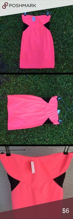 Large Papaya Dress Brand new with tags Papaya dress. Size large. Style: RD-1049. The color is a pinkish/orange. See last two pictures for a better capture of the color. I am 5'2 and it reaches about an inch above my knee. Papaya Dresses Strapless