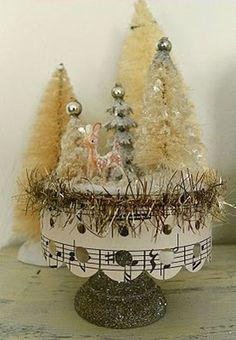 Cute little holiday whimsy - miniature reindeer in bottle-brush forest <> (Christmas, deer-io, figurine) Christmas Projects, Holiday Crafts, Christmas Holidays, White Christmas, Merry Christmas, Holiday Decor, Xmas Ornaments, Christmas Decorations, Advent