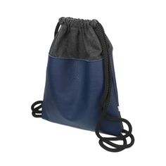 PLECAK SKÓRZANY 03 Worek / plecak z granatowej skóry naturalnej. szerokość 32 cm, wysokość 39 cm. Użyte materiały: czarna skóra naturalna, grafitowa wełna parzona, czarna podszewka. #plecak #worek #bacpack