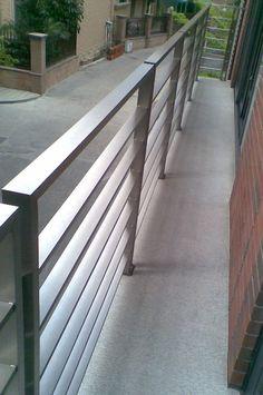 Barandillas de los balcones de cristal al aire libre - Escaleras al aire ...