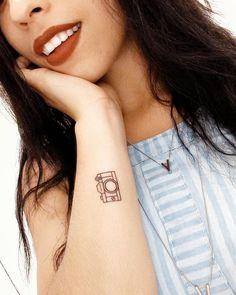 Tattoo – Tattoo camera fotográfica ♥ - -Women Tattoo – Tattoo camera fotográfica ♥ - - small and cute tattoo design ideas for you 7 ~ Camera Tattoo Ideas For Women 701 Best Camera tattoo images in 2019 Girly Tattoos, Dad Tattoos, Little Tattoos, Future Tattoos, Body Art Tattoos, Small Tattoos, Cool Tattoos, White Tattoos, Ankle Tattoos
