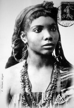 A young woman from the far south of Algeria - Postcard image, Jean Geiser, ca. Vintage Black Glamour, Vintage Beauty, Ancient Aliens, Beautiful Black Women, Beautiful People, Amazing People, 3d Foto, African Diaspora, We Are The World