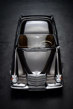 Jazz, Hi-Fi, & Everything Nice! Old Mercedes, Mercedes Benz 300, Classic Mercedes, Vintage Cars, Antique Cars, Benz Smart, Expensive Cars, Cars And Motorcycles, Luxury Cars