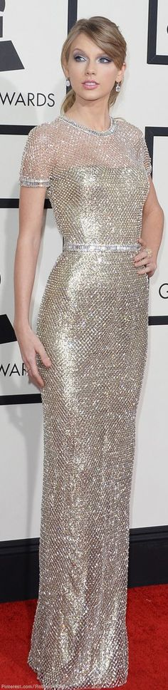 Was Taylor Swift in Fighting Form at the Grammys? Taylor Swift in Gucci gown at the Grammy Awards Taylor Swift Vestidos, Celebrity Dresses, Celebrity Style, Style Taylor Swift, Taylor Swfit, Traje Black Tie, Robes Glamour, Gucci Gown, Vestidos Fashion